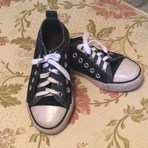 Twisted converse looking sneaker 11 navy new laces